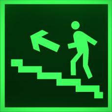 """Знак E 16 """"Направление к эвакуационному выходу по лестнице вверх (лев)"""" на фотолюминесцентной светонакопительной пленке, размер 100*100"""